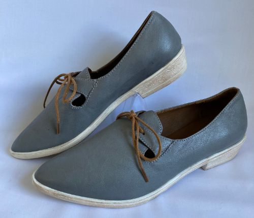 66a top end soft grey leather flat shoe