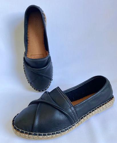 Diana Ferrari genuine leather casual flats in black