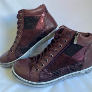 cabello bordeaux colour boots