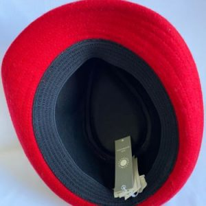 the linining of the trilby hat contains elastic gusset for a comfortable fit, and polyester lining