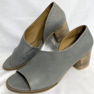 99a bueno grey leather heels
